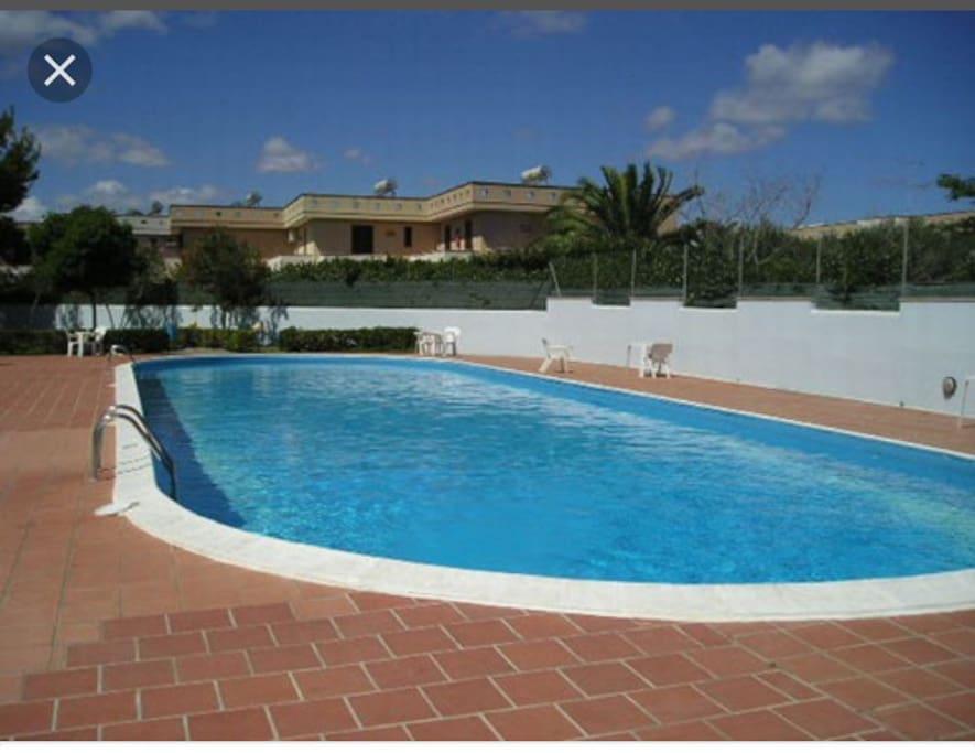 La piscina condominiale
