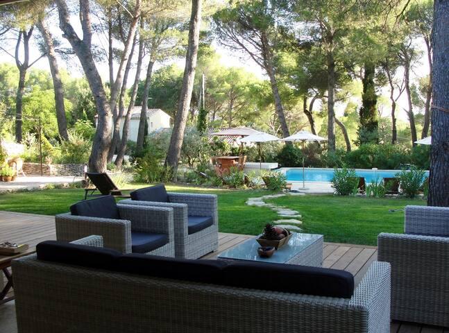 Villa in Isle s/la Sorgue - Calm