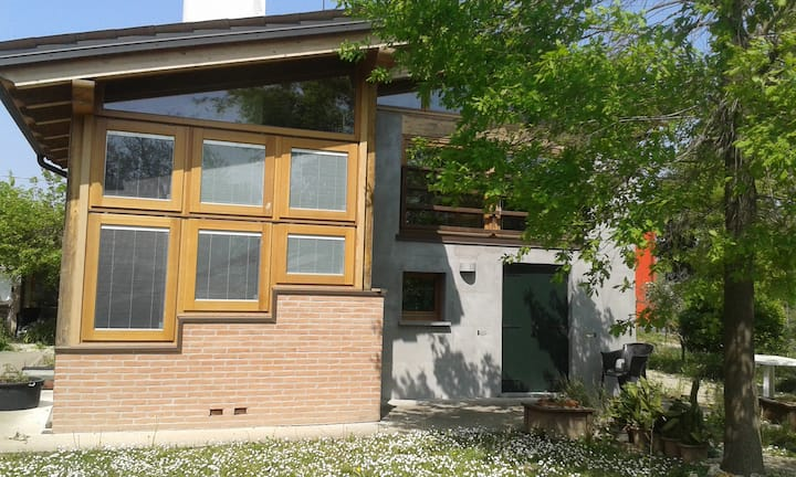 Wild garden Chalet close to Padova and Venice