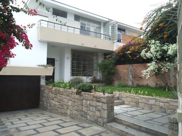 Casa Céntrica En San Isidro.
