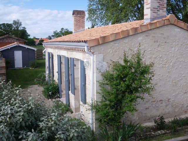 Charmante maison authentique à Hourtin , Médoc
