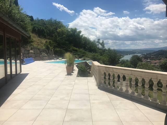 Chambre avec vue piscine...