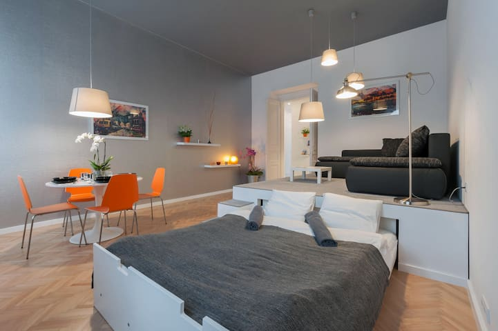Modern Apt at Westend with A/C