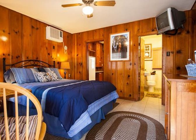 Romantic Cabin for 2 near Park Gate ~ Twin Oak