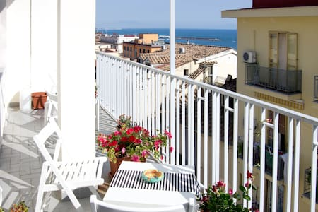 B&B Salerno In Alto Mare-Amalfitani - Салерно - Гестхаус