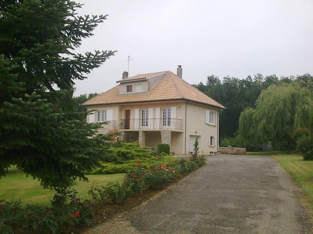 2 Chambres à louer lisière de forêt, calme,piscine - Montberon - Bed & Breakfast