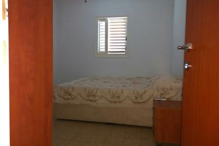 Private room. Netanya. AC,WiFi,2 windows - נתניה