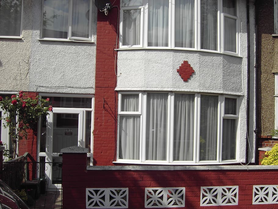 Front of house. Two parks, 1 minute walk. 15-20 mins to Central London.
