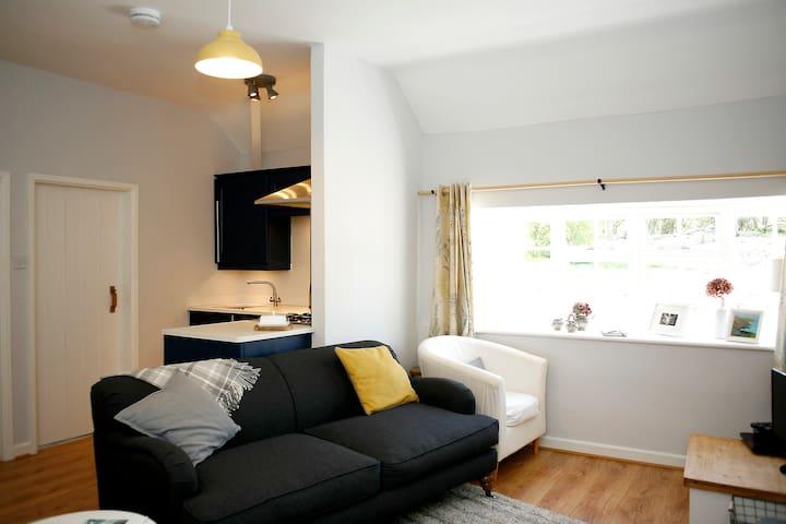 Gwyllt Cottages | Bwthyn Siwan -Double & Twin Room - Llangaffo - House