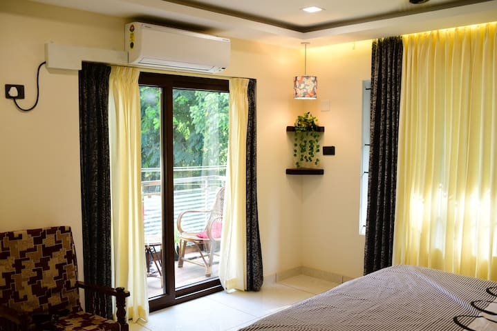 Bedroom 2 with Balcony and King size bed