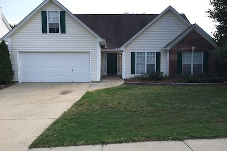 4 Bedroom Ranch near I-85 and Mall of Georgia - Lawrenceville