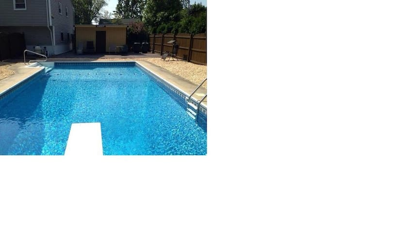 In ground pool, 5 miles from beach - Neptune City - Casa
