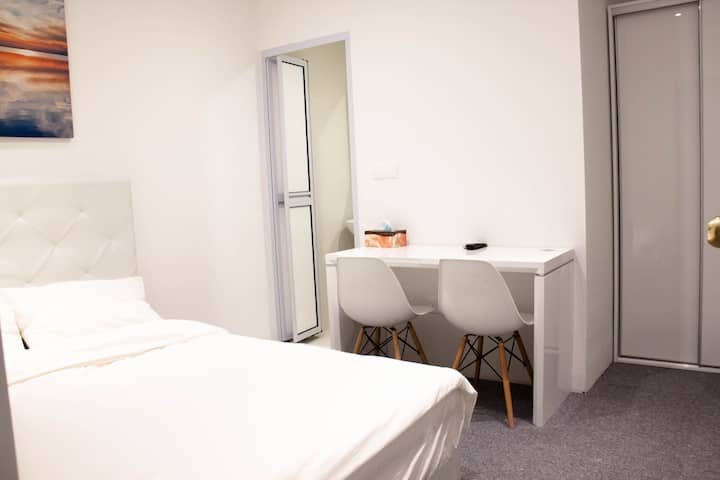 Private Cosy Bedroom Suite/WIFi @ Orchard/ Central