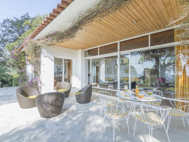 Casa Vista Mar for 16 persons with an amazing garden and sea views