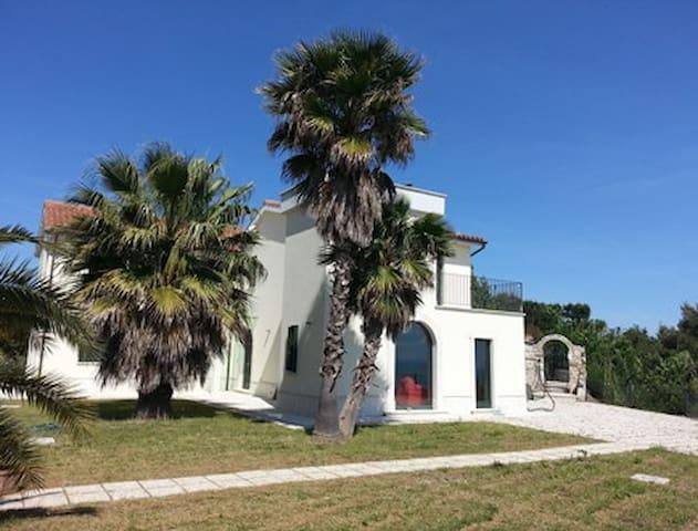 Villa con giardino vista mare - Cupra Marittima - Vila