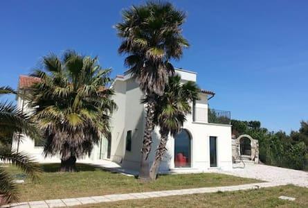 Villa con giardino vista mare - Cupra Marittima