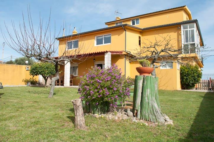 4 habitacio, jardín y vistas al mar - Aios - Huis