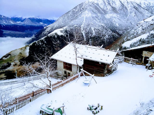 Charming Apartment Kornkammer Lodge with Mountain View, Wi-Fi & Garden; Parking Available