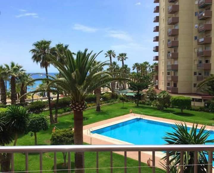 Apartamento de playa con Piscina y vistas al mar