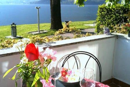 Ferienhaus mit Pool direkt am See - Domaso