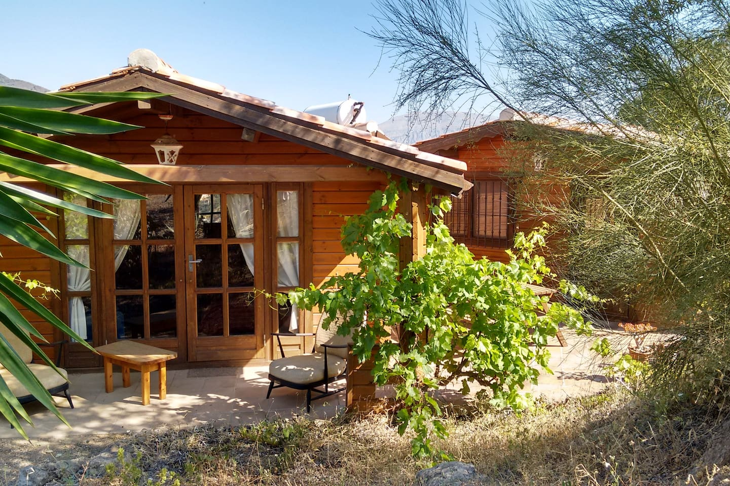 Cabana El Hacho is one of 2 cabanas at Finca La Piedra. It sleeps 2 persons but an extra bed/cot can be added. Please ask for price and what is available. Owners live on site.