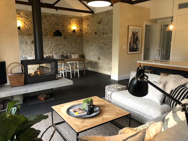 BELLE'S COTTAGE- Luxury Stirling Escape, breakfast