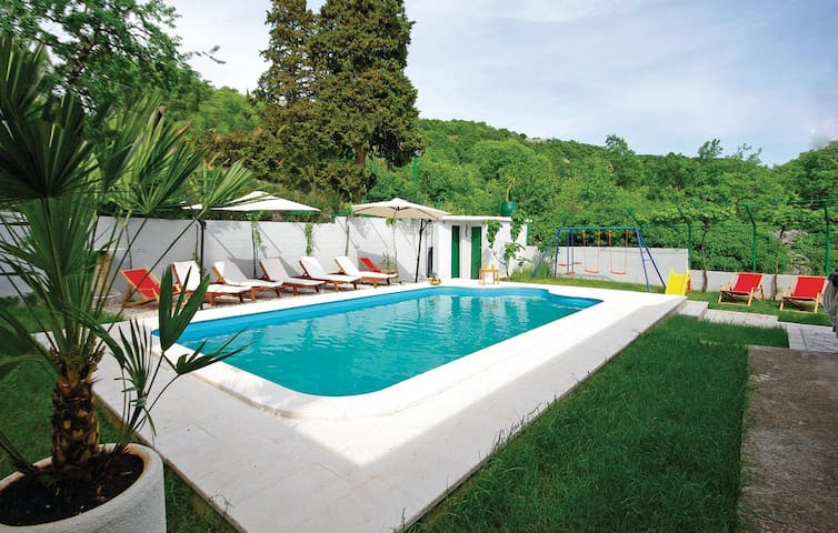 Holiday home with pool - Šestanovac - Casa