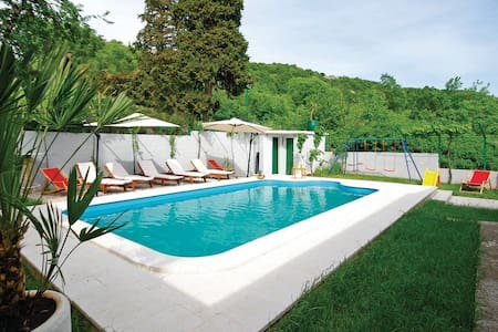 Holiday home with pool - Šestanovac