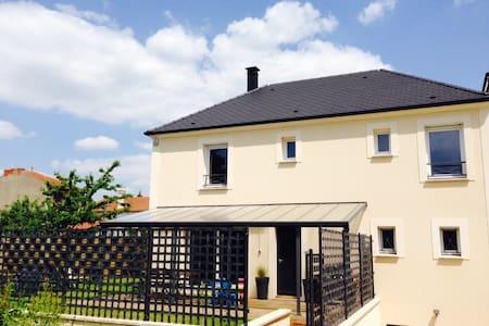 Modern family house beside Paris - Massy - House