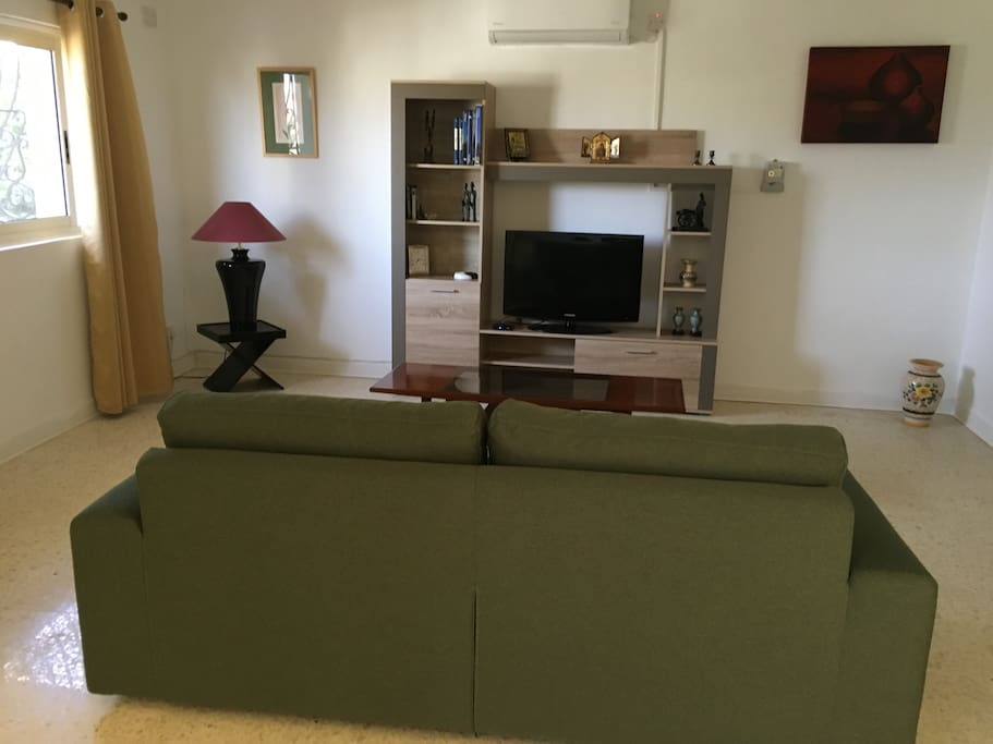 Air-conditioning works against pre-paid card available from owner. Colour TV and WiFi. Very airy and lots of daylight.