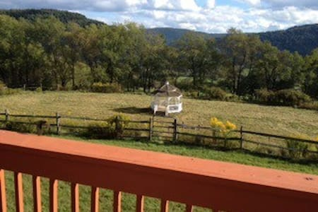 Private & Beautiful Family Retreat  70 acre Ranch - Walton - House