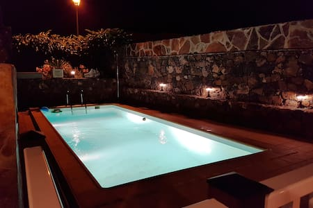 Your perfect holiday home! private heated pool! - Villa