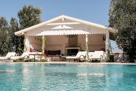 Charming villa in large Olive grove - Alaçatı - วิลล่า