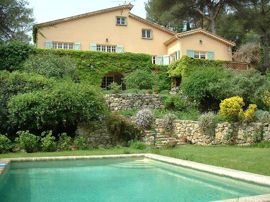 Grande villa charme et piscine houses for rent in for Piscine valbonne