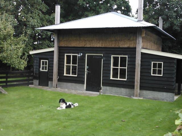 Slapen in de hooibergkap nabij onze boerderij.