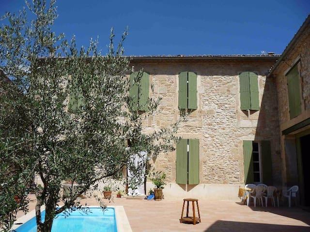 Belle maison en pierre avec piscine - Lédenon - Hus
