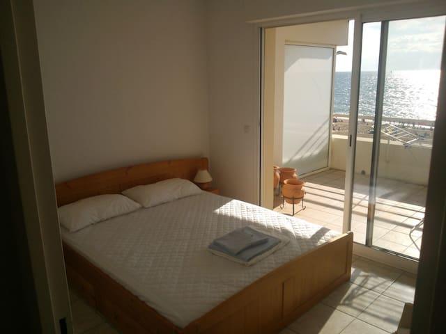 la chambre principale avec vue sur l'océan