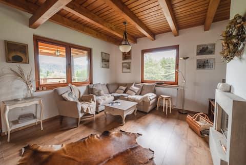 Klimatyczny dom z bali, otoczony lasem