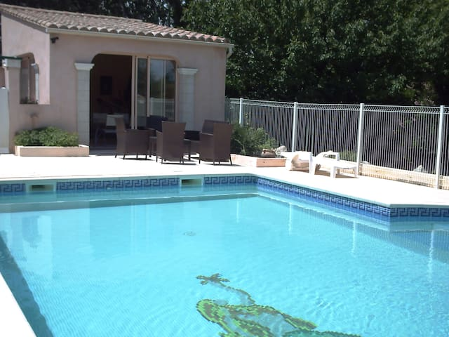 """Belle Villa Provençale Familiale """"LA REVERDIE"""" - Entraigues-sur-la-Sorgue - Villa"""