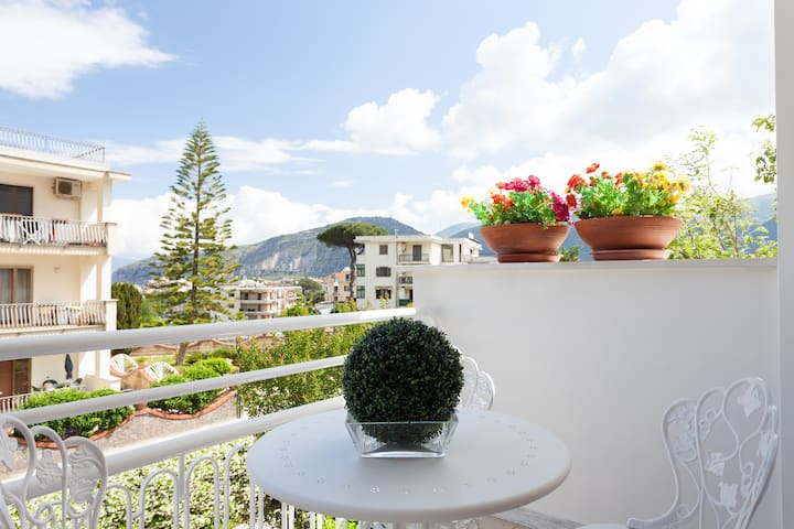 Nice flat in a park near Sorrento