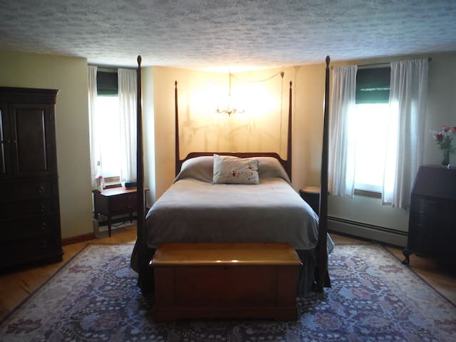 Master Suite at Moondance Meadow - Waterboro - Rumah