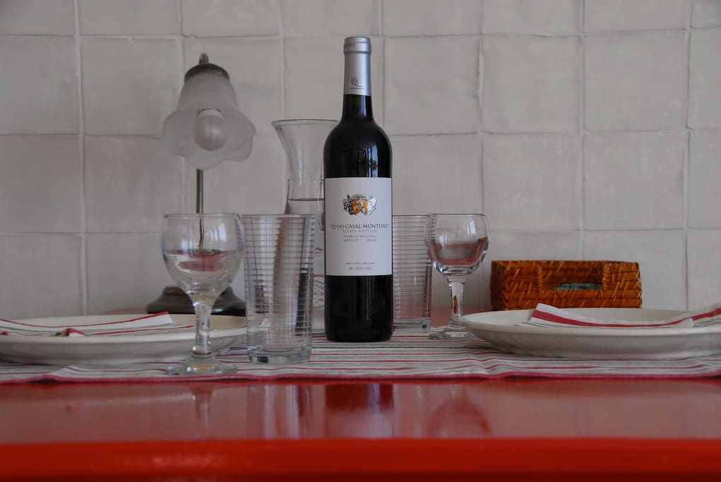 You will be pampered with a welcome wine and a breakfast in the fridge. Welkom welcome Bem Vindo!