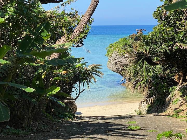 「潮騒の宿」石垣島の青い海を独り占め!プライベートビーチのあるゲストハウスで大自然を楽しもう!