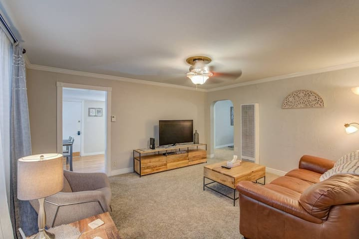 2 BD Olympic Training Near Parks A Lake Downtown