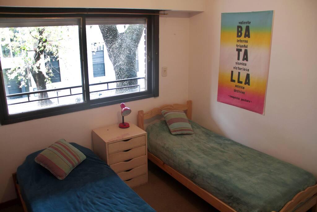 Luminosa habitaci n en amplio departamento departamentos for Alquiler habitacion departamento