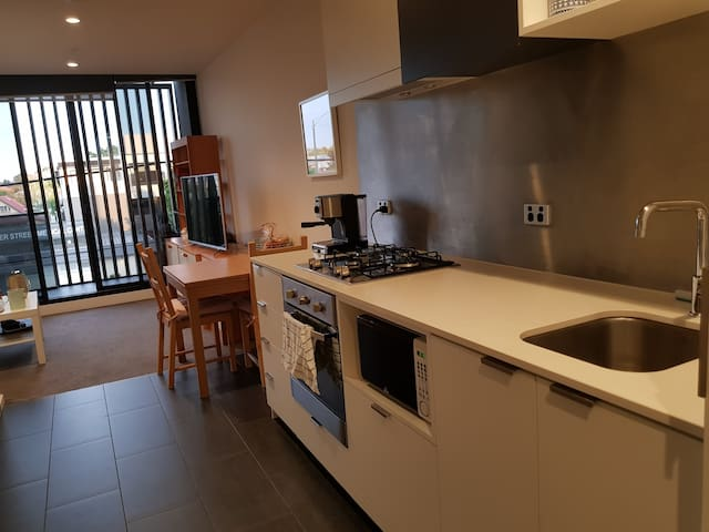 Comfort apartment Oakleigh (walk dist to train st)
