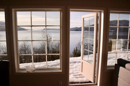 Beautiful new cabin with motorboat in Hardanger