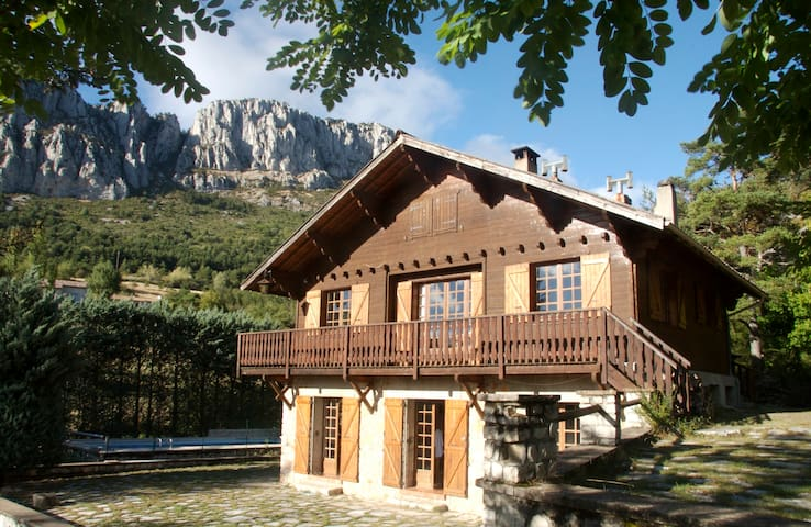 Great traditional chalet - Alpes - Séranon - Chalé