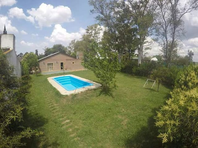 Casa con parque y pileta a 10 min de Rosario(wifi)