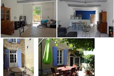 Maison de village avec exterieurs - Saint-Martin-de-la-Brasque - Huis